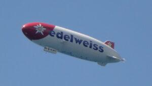 Zeppelin über dem Thunersee